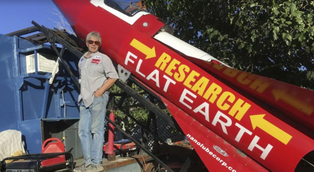 Man Prepares Homemade Rocket to Launch Himself into Space, 'Prove Earth is Flat'