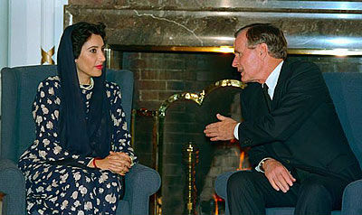a conspicuous video has been circulating amongst conspiracy theorists in which the late great david frost interviews benazir bhutto on bbc