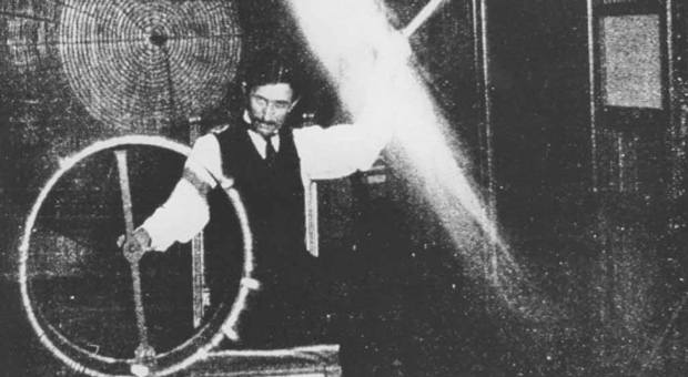 10 Extremely Rare And Fascinating Images Of Nikola Tesla