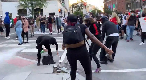 DC Protesters Tackle Suspected Antifa Member, Hand Him to Cops - WATCH
