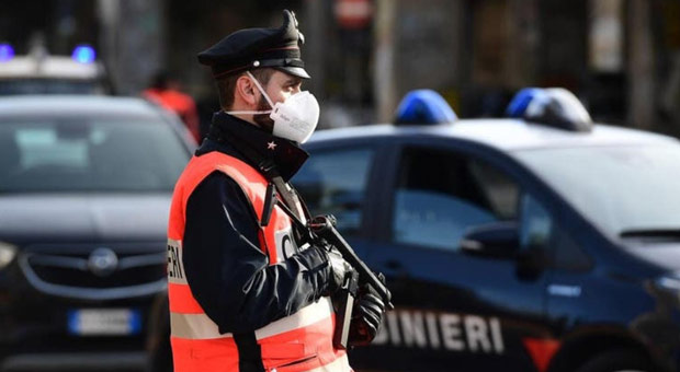 Armed Police Guard Stores in Italy as Looting Breaks Out
