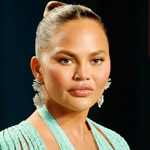 Chrissy Teigen Apologizes for Pressuring Teen to Kill Herself