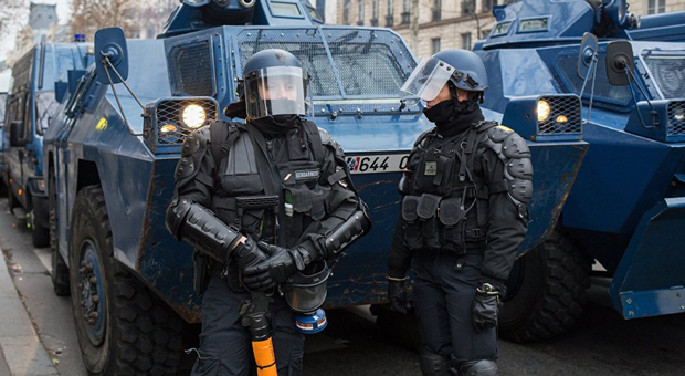 armored cars and multiple police vans have been deployed to the arc de triomphe