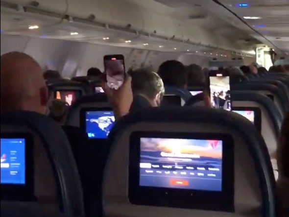 passengers on the flight chanted  traitor  at mitt romney
