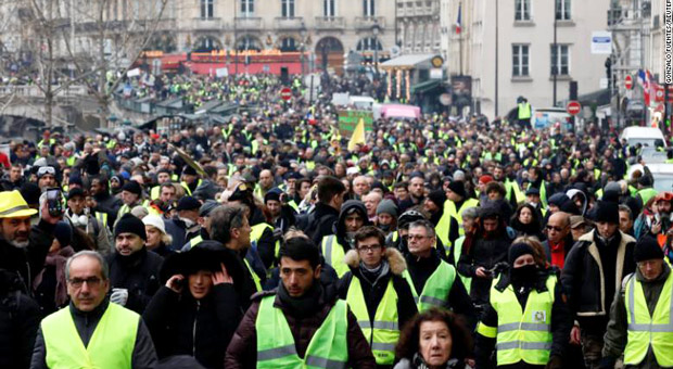 8,400 Yellow Vests Arrested Since Launch as Parliament Condemns Police Violence