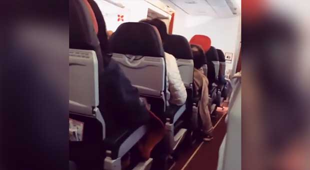 MASS PANIC: Engine Failure Shakes AirAsia Flight Like Washing Machine